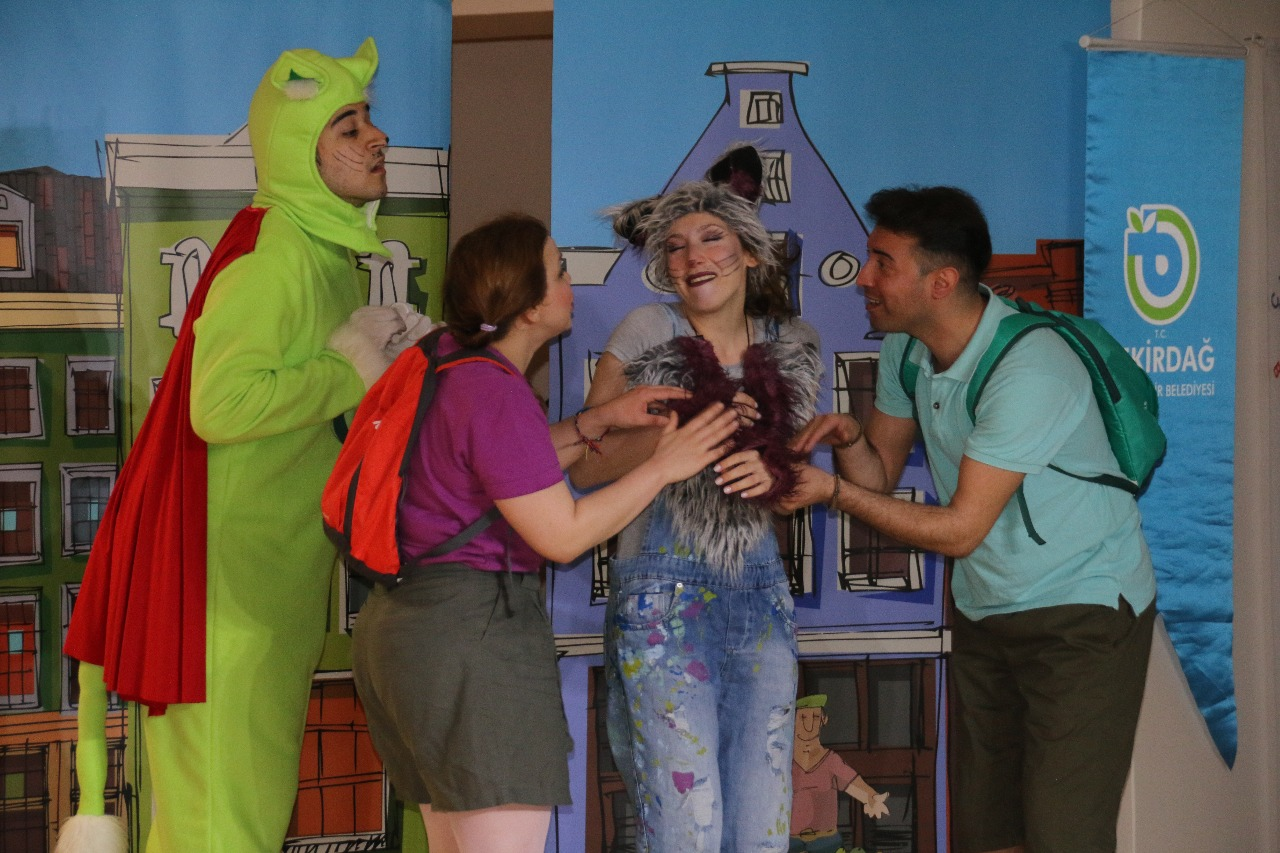 Tekirdağ'da ÇEVKO Çocuk Tiyatro Oyunu İlgiyle İzlendi